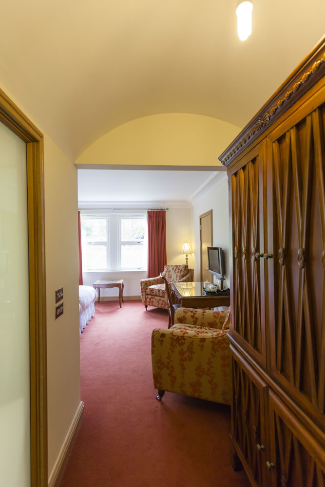 Twin Bed Hotel Room: Woodland House Hotel